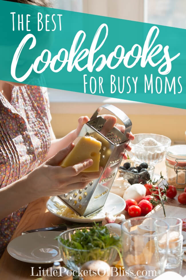 When you're looking for help getting healthy dinner on the table fast, look no further than these best cookbooks for busy moms! #cookbooks #healthymeals #momlife